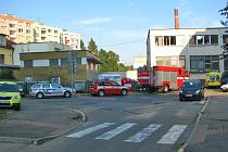 Kvůli ucpanému záchodu se k Domu z pečovatelskou službou v pátek ráno řítily sanitky, hasiči i policisté.