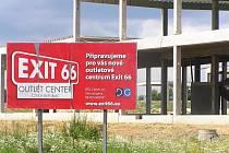 Stavba zatím dospěla do fáze umístění nosných pilířů. Dokončení projetku a otevření centra je plánováno na podzim 2009