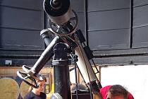 Pozorování noční oblohy je největší atrakcí během tradiční Noci vědců.