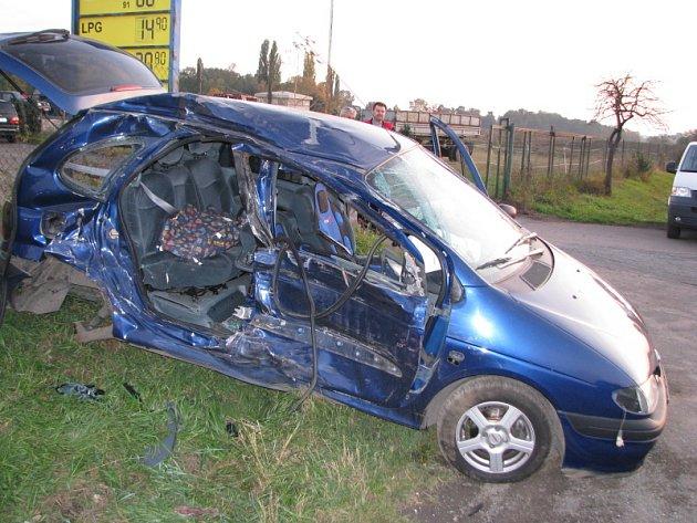 "Nehoda ""Na Čubě"" Slaný-Kvíc. Opilý řidič vjel pod cisternu."