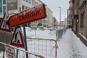 Tyršova ulice pod sněhem a bez stavebního ruchu 3. ledna 2019.