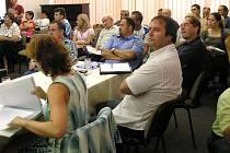 Zasedací místnost MěÚ byla při projednávání ÚP plná.