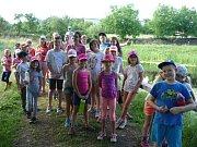 Děti si užívají prázdniny na táborech.