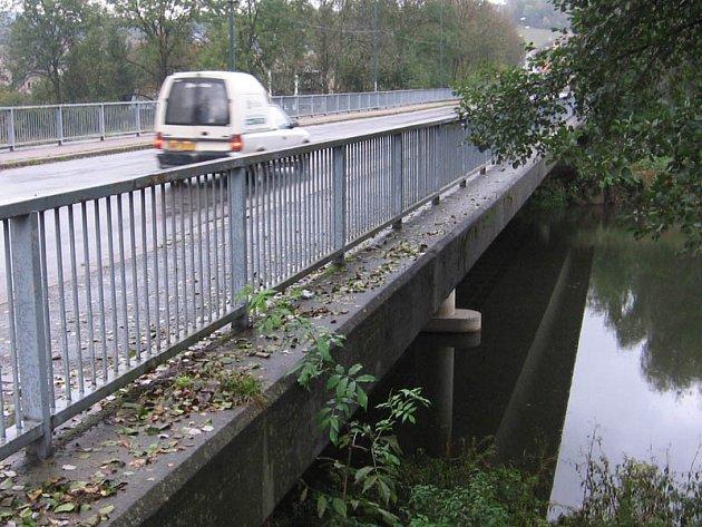 Most v Čerčanech začnou opravovat až v březnu 2013.