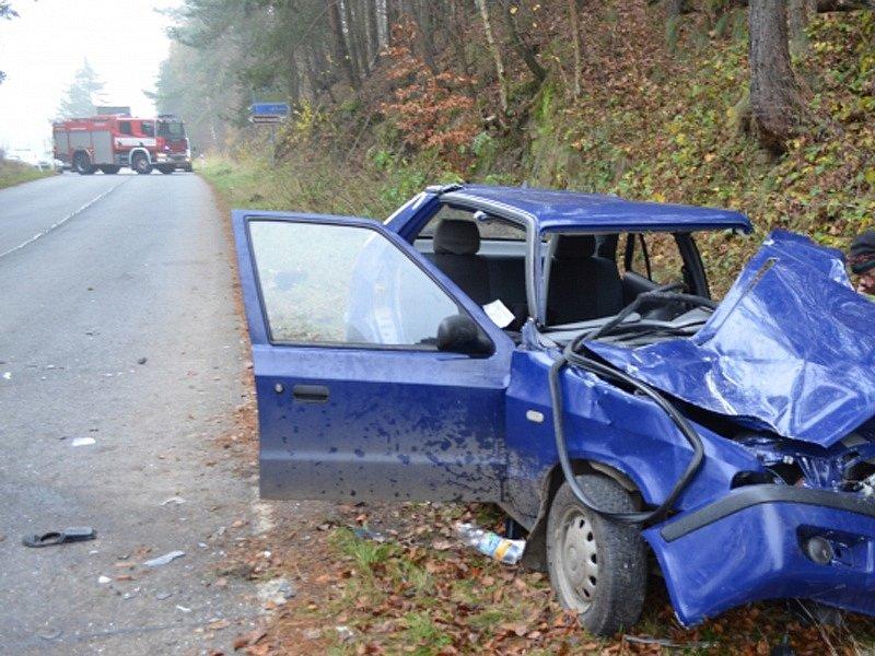 Dopravní nehoda na silnici II/105 u Lešan se stala ve středu 13. listopadu kolem 7. hodiny.