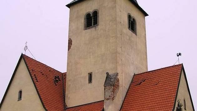 Chvojen, kostel sv. Filipa a Jakuba