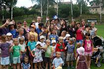 Společné foto s dobrovolníky z roku 2012.