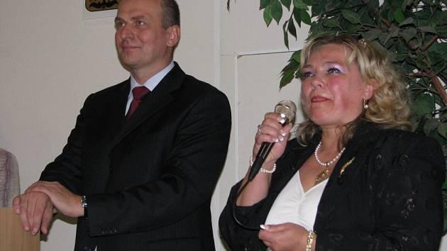 Besedu Petra Gandaloviče se studenty 3. a 4. ročníků a vyšší odborné školy moderovala ředitelka školy Ivana Dobešová