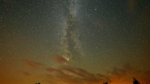 Meteorický roj Perseidů vrcholil v noci ze středy na čtvrtek.