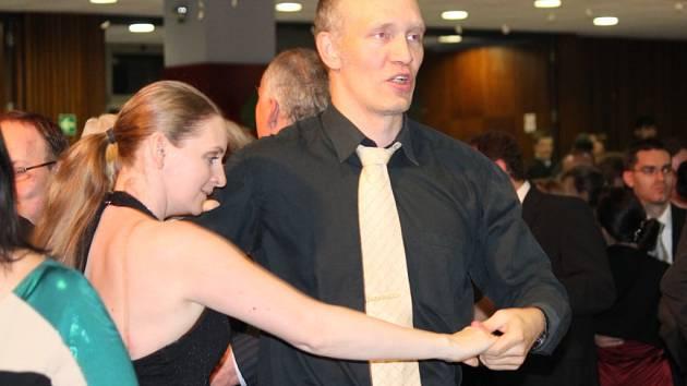 Od samého začátku plesu byl parket plný skvělých tanečníků, které doprovázelo hudební taneční těleso Moondance Orchestra Martina Kumžáka.