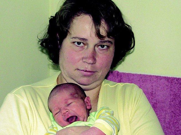 V pátek 16. prosince se dvě minuty po poledni narodil malý Tomáš rodičům Renatě Charvátové a Romanu Procházkovi. Při příchodu na tento svět vážil 3,58 kg a měřil 49 cm. Doma bude ve Voticích se čtyřletou sestrou Kateřinou.