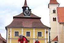 Stále častěji se na cestách i u památek Vlašimska objevují cykloturisté