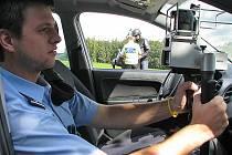 U přechodů pro chodce v okolí škol budou policisté měřit rychlost.