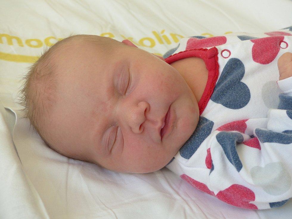 Rozárie Doušová se narodila 19. dubna 2021 v kolínské porodnici, vážila 3360 g a měřila 47 cm. Do Běrunic odjela s maminkou Veronikou a tatínkem Alešem.