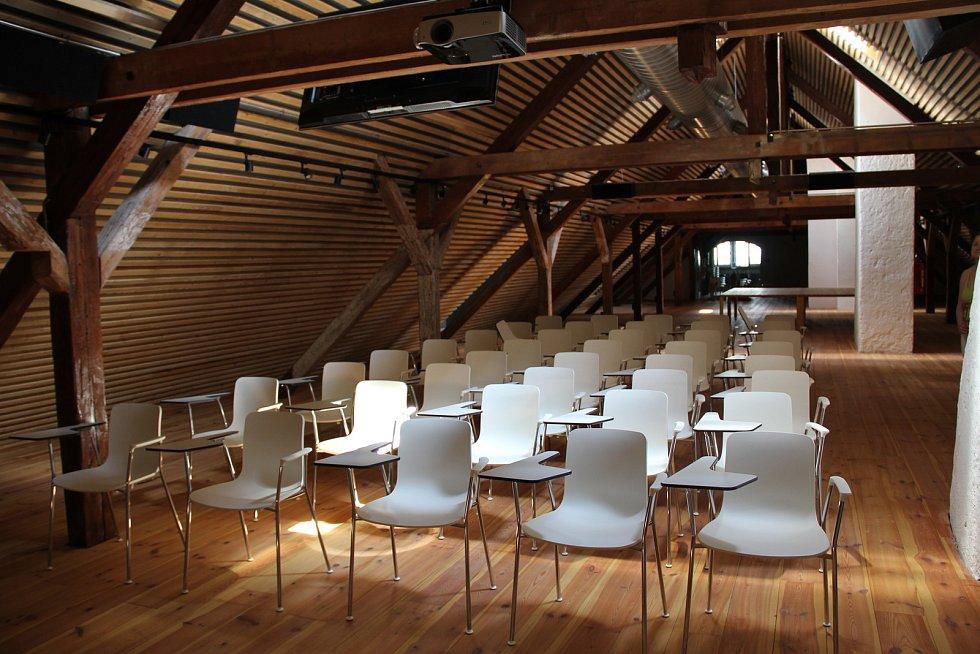 Výstavní program na rok 2018 i doprovodní programy pro letošní rok představila ve čtvrtek Galerie Středočeského kraje v Kutné Hoře – GASK. Na snímku konferenční sál v severním křídle GASK.