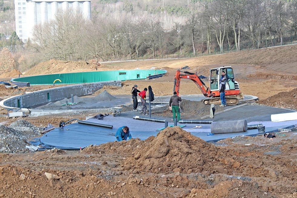 Stavba biokoupaliště ve Voticích.