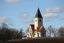 Chvojen a kostel sv. Jakuba a Filipa.
