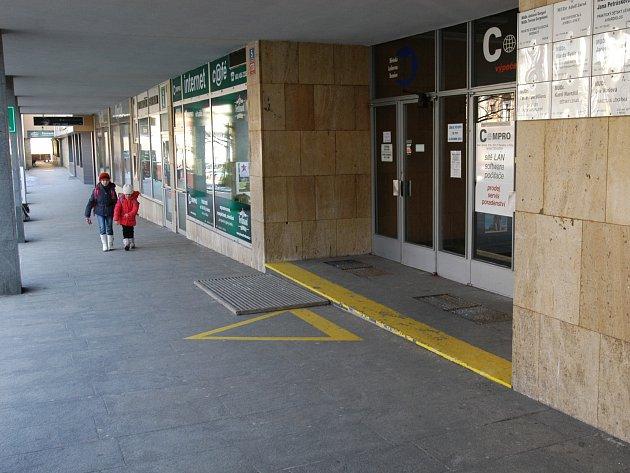 Kvůli přestavbě přízemí benešovské polikliniky snížilo město nájemné.