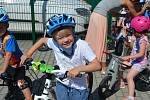 V Mateřské škole MiniSvět se jezdilo na všem, co mělo kola. Kdo projel cílovou páskou, získal řidičský cyklo-průkaz.