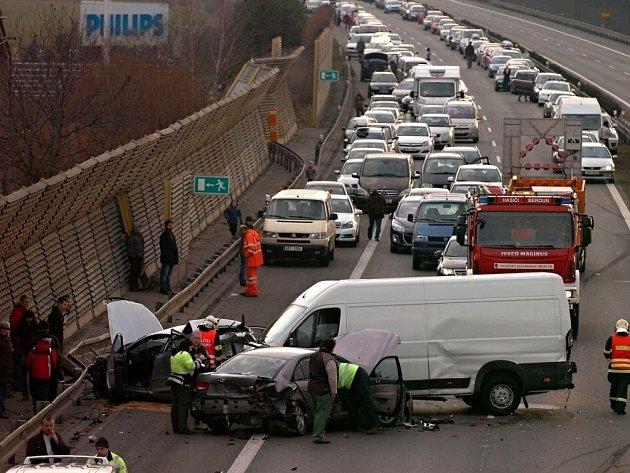 Hromadná dopravní nehoda na dálnici D5.