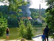 Požár opuštěného objektu v bývalé továrně Jawa byl na hlášený v pondělí v 10 hodin.