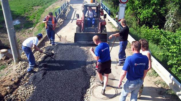 Oprava komunikace v Týnci nad Sázavou.