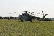 Zajímavý byl jak seskok z vrtulníku v podání vojáků, tak i přehlídka dobových polních táborů.