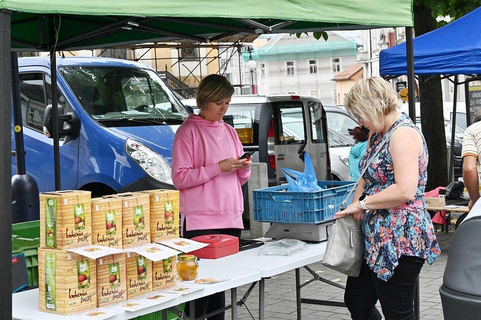 Ze druhých farmářských trhů na Masarykově náměstí v Benešově.