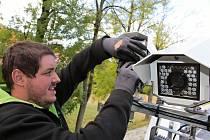 Z montáže rychlostních radarů v bystřické části Jírovice.