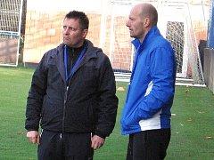 Petr Havlíček (vpravo) dovedl společně s asistentem Miloslavem Brožkem Vlašim po podzimu na osmé místo, se kterým ale nejsou spokojení.