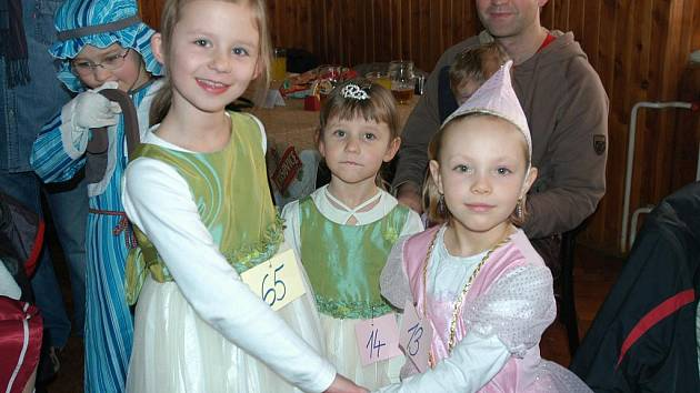 Na dětský karneval do sálu krhanického hostince U Krkovičky dorazí každý rok  zhruba 150 dětí, ale i dospěláků v maskách.