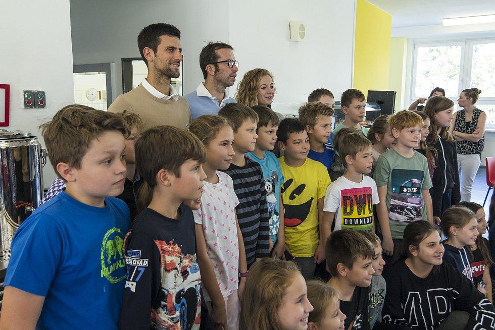 Novak Djokovič a Radek Štěpánek s dětmi