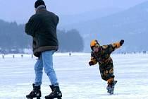 Ilustrační foto: Bruslení je zábavou nejen dětí.