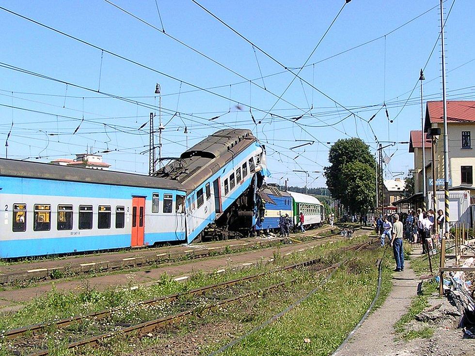 Na nádraží v Čerčanech najel rychlík do osobního vlaku