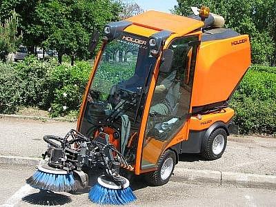 Univerzální čistící stroj, který zvažuje město Benešov koupit.