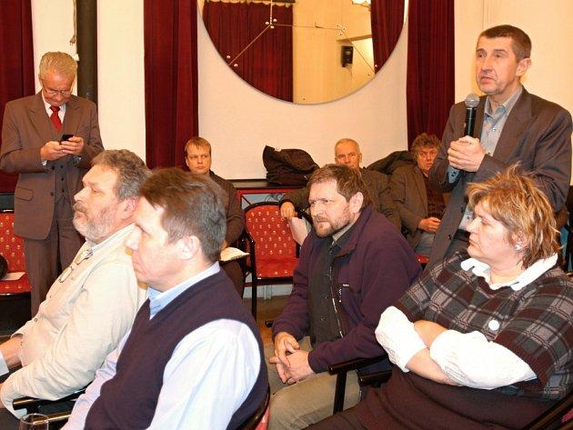 Setkání zorganizované Sdružením pro výstavbu D3 a R4 v Benešově.