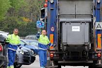 Svoz komunálního odpadu obstarávají v Týnci jeho technické služby.