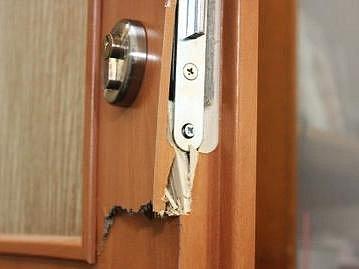 Ilustrační foto: Seniorům by před krádeží měly pomoci kukátka a bezpečnostní řetízky