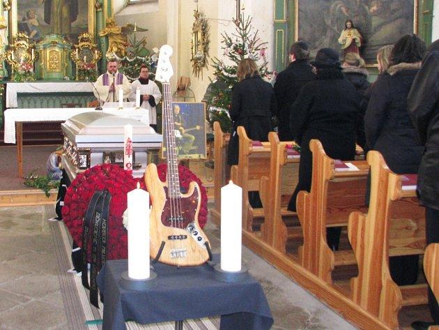 Na pohřbu Jiřího Šindeláře se šeslo spoustu jeho přátel