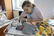 Malý Štěpán Konrád se narodil 11. dubna ve 22.19 rodičům Kateřině Dudkové a Jaroslavu Konrádovi. Štěpánek při narození měl 3 228 gramů a 51 centimetrů. Doma v Benešově na bratra čekala Agáta (2).