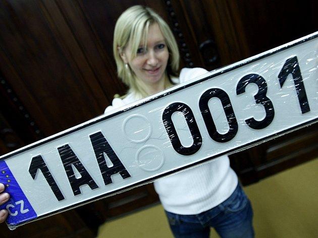 Takovéto značky už od 4. ledna nemusíme na všech českých autech vidět.