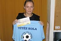 Aneta Hájková, mladá tipérka z Jeníkova, strčila v 9. kole všechny muže do kapsy a za svůj výkon získala 100 korunovou poukázku od sázkové kanceláře Fortuna a tričko.