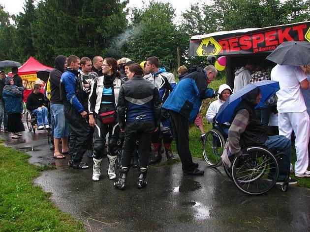 Kladrubský rehabilitační ústav hostil v sobotu 4. ročník srazu motorkářů Respekt.