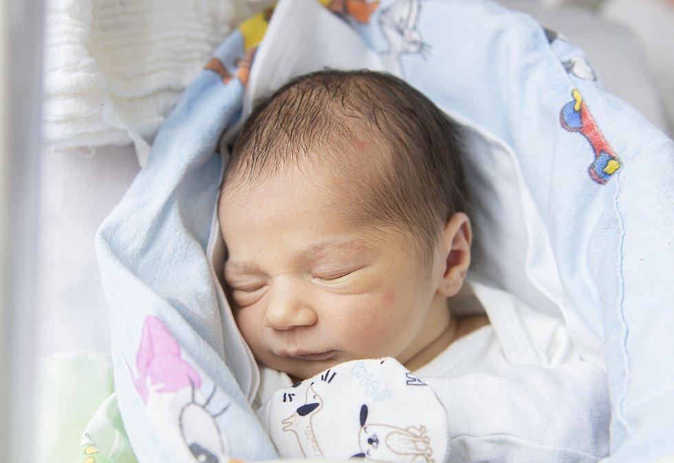 Stella Ester Remsová se narodila v nymburské porodnici 23. února 2021 v 8.29 hodin s váhou 2950 g a mírou 48 cm. V Sadské se na prvorozenou holičku těšili maminka Klára a tatínek Michal.