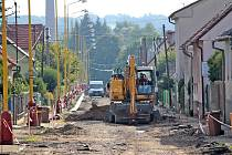 Navrátilova ulice prochází generální opravou. Chodníky a veřejné osvětlení město rekonstruuje napřesrok.
