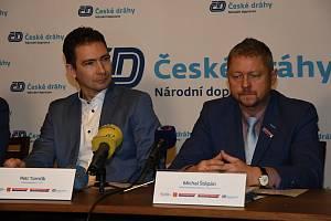 Ředitel ROPID Petr Tomčík (vlevo) a bývalý ředitel Integrované dopravy Středočeského kraje Michal Štěpán.