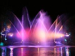 Hasičská fontána v Ratměřicích je dozajista ojedinělý zážitek.