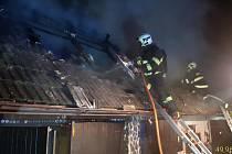 Z požáru kůlny ve Světicích 22. února 2021.