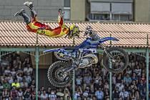 Libor Podmol v letu v aréně pro býčí zápasy umístěné v městě moto sportů, španělském Jerezu, kde skončil nejlepší český motokrosový freestylista na třetím místě, s čímž nebyl spokojen.