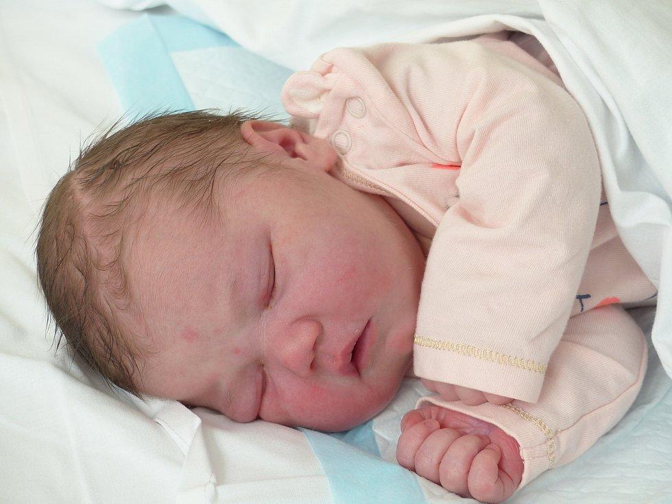 Běla Kšírlová se narodila 21. dubna 2021 v kolínské porodnici, vážila 4055 g a měřila 50 cm. Do Poďous si ji odvezli sourozenci Anděla (4), Mikuláš (20 měsíců) a rodiče Barbora a Michal.